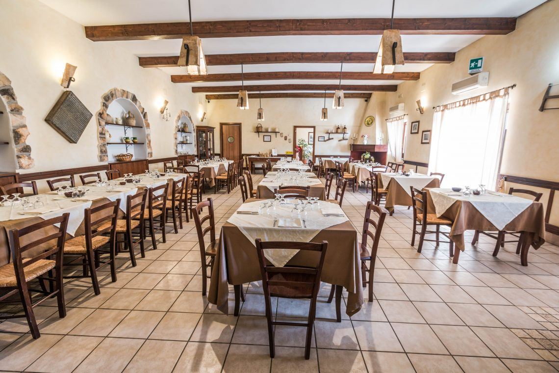 Sala per pranzare rimodernata Parco Leone